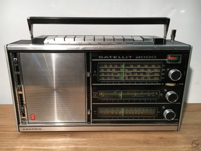 GRUNDIG Satellit 2000